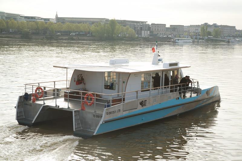 Le bateau bus signé d'un B qui veut dire BarCub