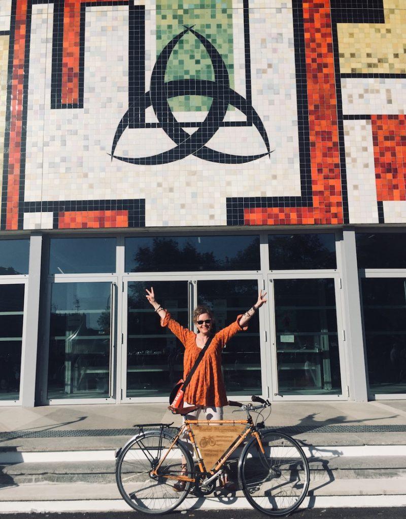 Serial blogueuse inaugure la Salle des Fêtes du Grand Parc.